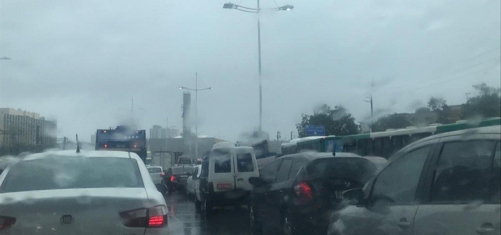 [Tempo chuvoso e ventos fortes devem continuar em Salvador até este sábado]