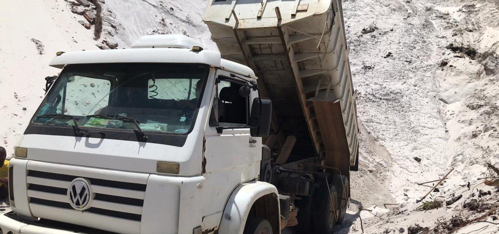 [Polícia prende cinco pessoas que retiravam areia de dunas em Jauá]