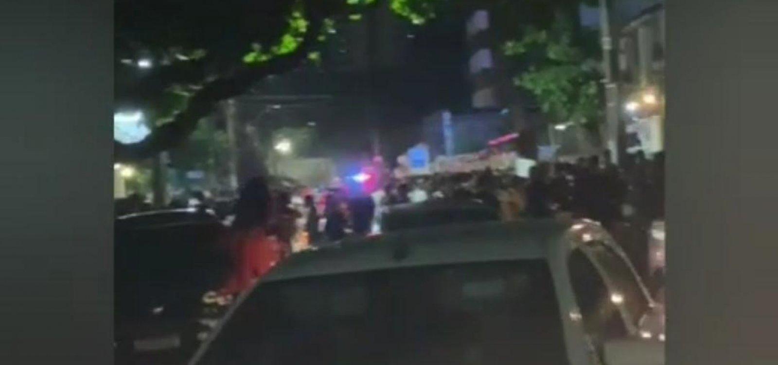 [Bares da Pituba registram aglomerações em meio a alta de casos de Covid-19 em Salvador]