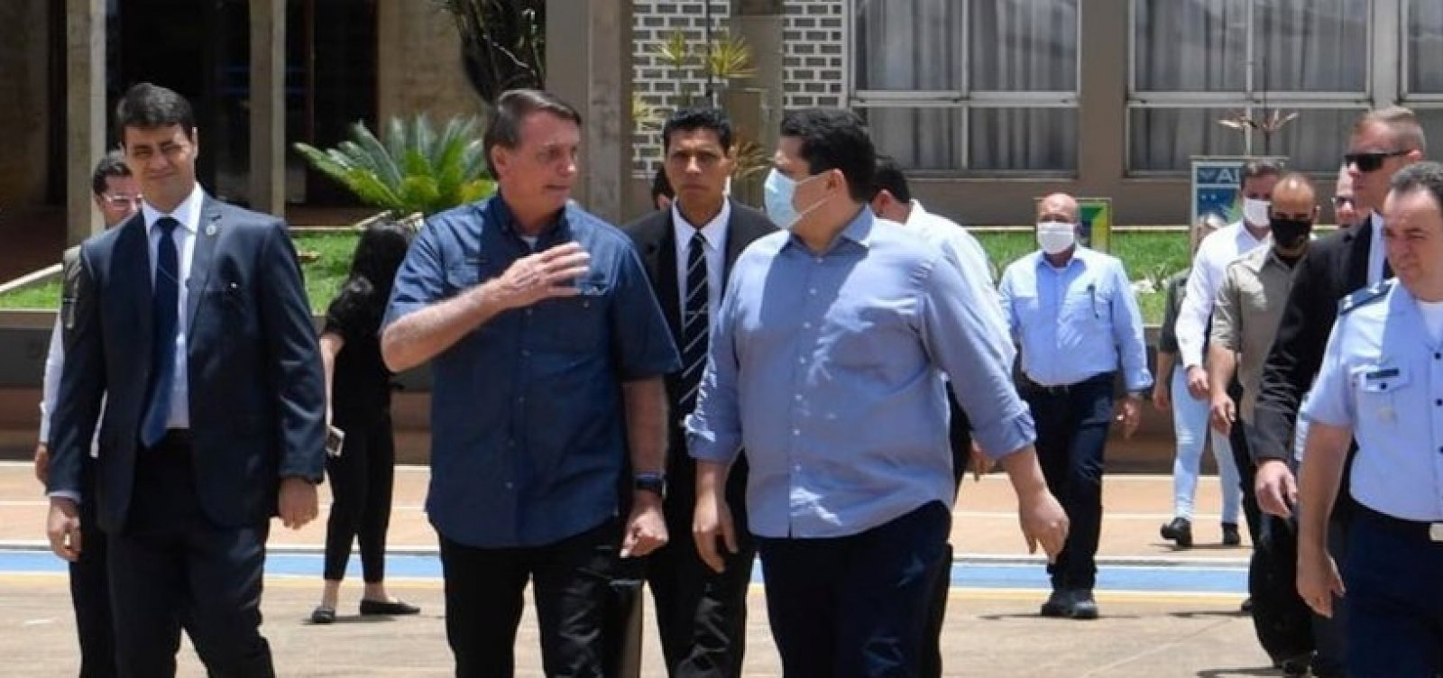 [Apagão: Bolsonaro assinará MP que isenta consumidores do Amapá de pagar conta de luz]