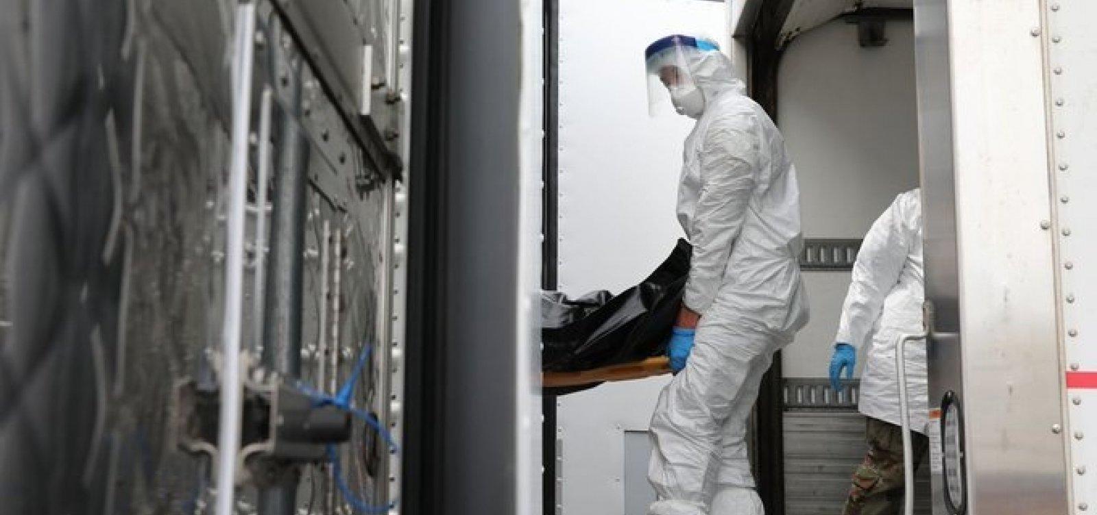 [650 corpos de vítimas do coronavírus são guardados em caminhões frigoríficos desde abril nos EUA]