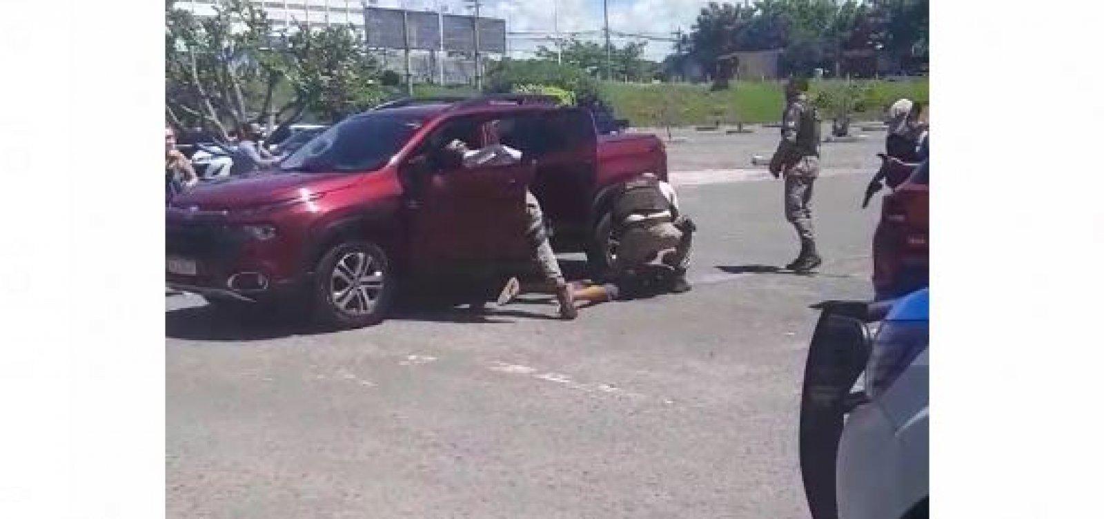 [Polícia prende assaltante no Imbuí e recupera carro que havia sido roubado no Itaigara; veja]