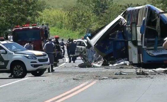 [Acidente em rodovia de SP deixa 40 mortos e 11 feridos, diz PM]