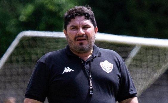[Treinador do Vitória deixa o clube e acerta com o Botafogo]