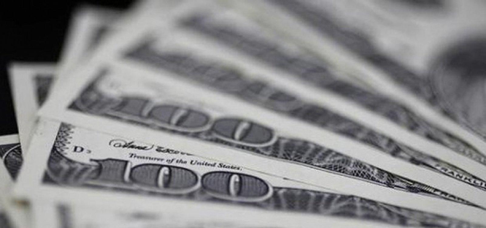 [Dólar fecha em queda nesta sexta negociado a R$ 5,33]