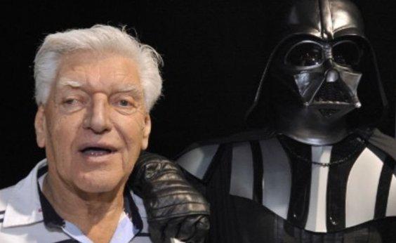 [David Prowse, intérprete de Darth Vader, morre aos 85 anos]