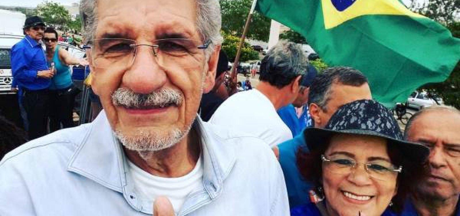 [Conquista: Candidato à reeleição, Herzem Gusmão vota e diz que 'cidade sabe das nossas intenções']