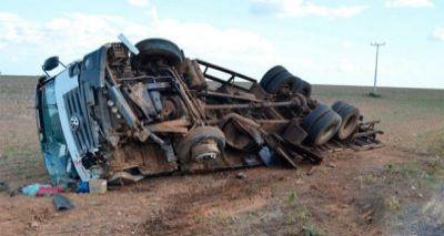 Colisão entre carro e caminhão deixa cinco mortos na BR-020