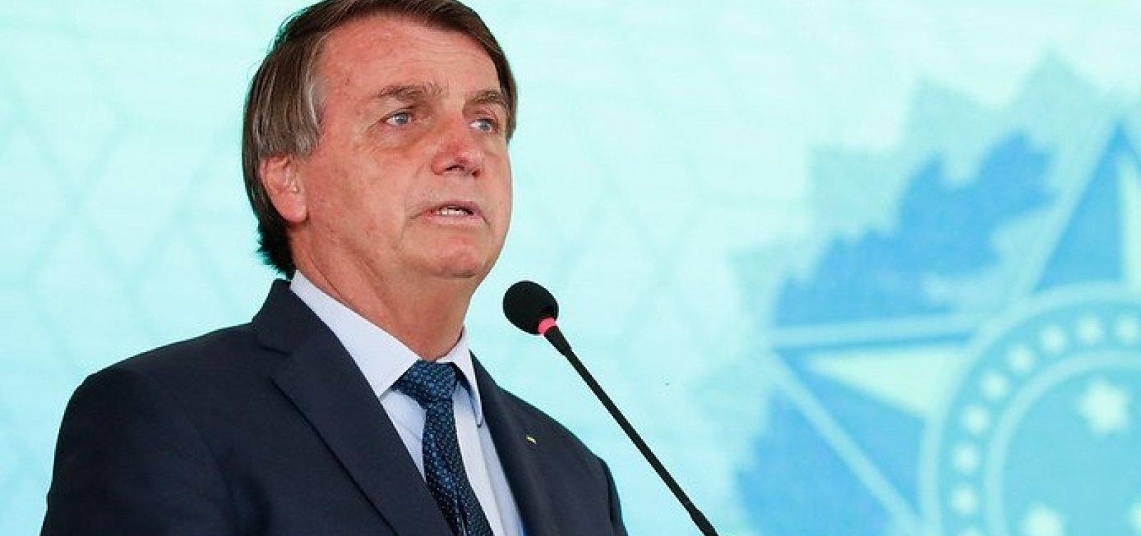 [Bolsonaro diz que cheques depositados por Queiroz eram para ele, não para Michelle]