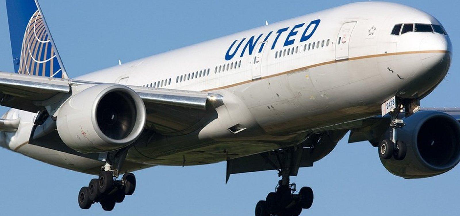 [Homem que morreu durante voo nos EUA tem suspeita de Covid-19; companhia aérea rastreia passageiros]