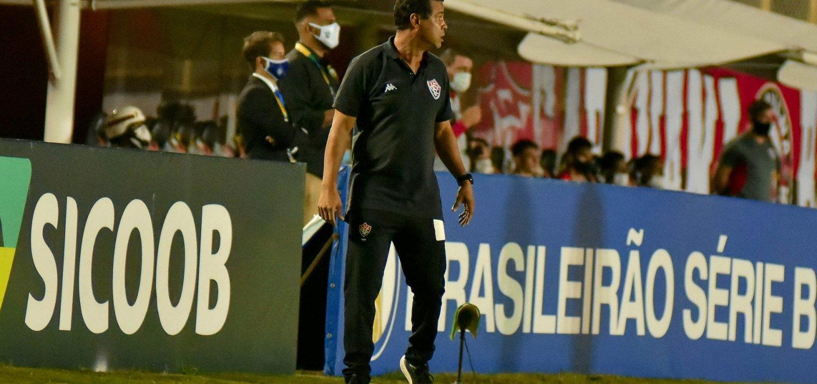 [Após duas derrotas, Vitória demite Mazola e efetiva Rodrigo Chagas]