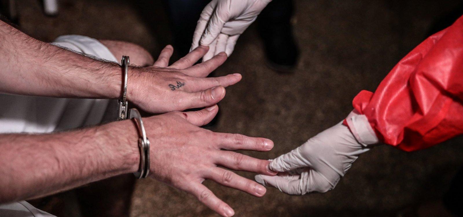 [Bolsonaro assina indulto de Natal e perdão da pena a policiais condenados por crimes culposos ]
