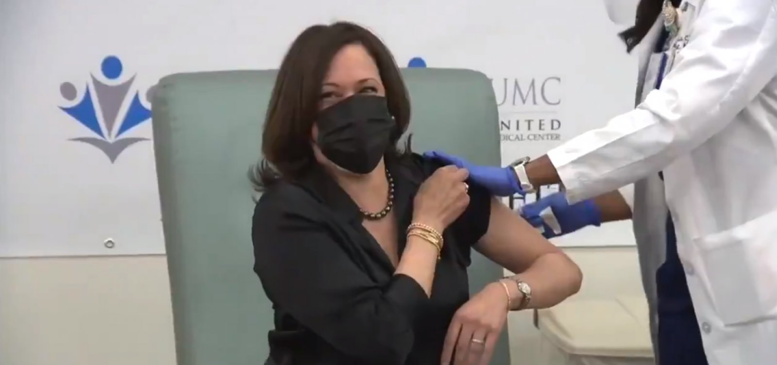 [Vice-presidente eleita dos EUA, Kamala Harris recebe vacina contra Covid ]