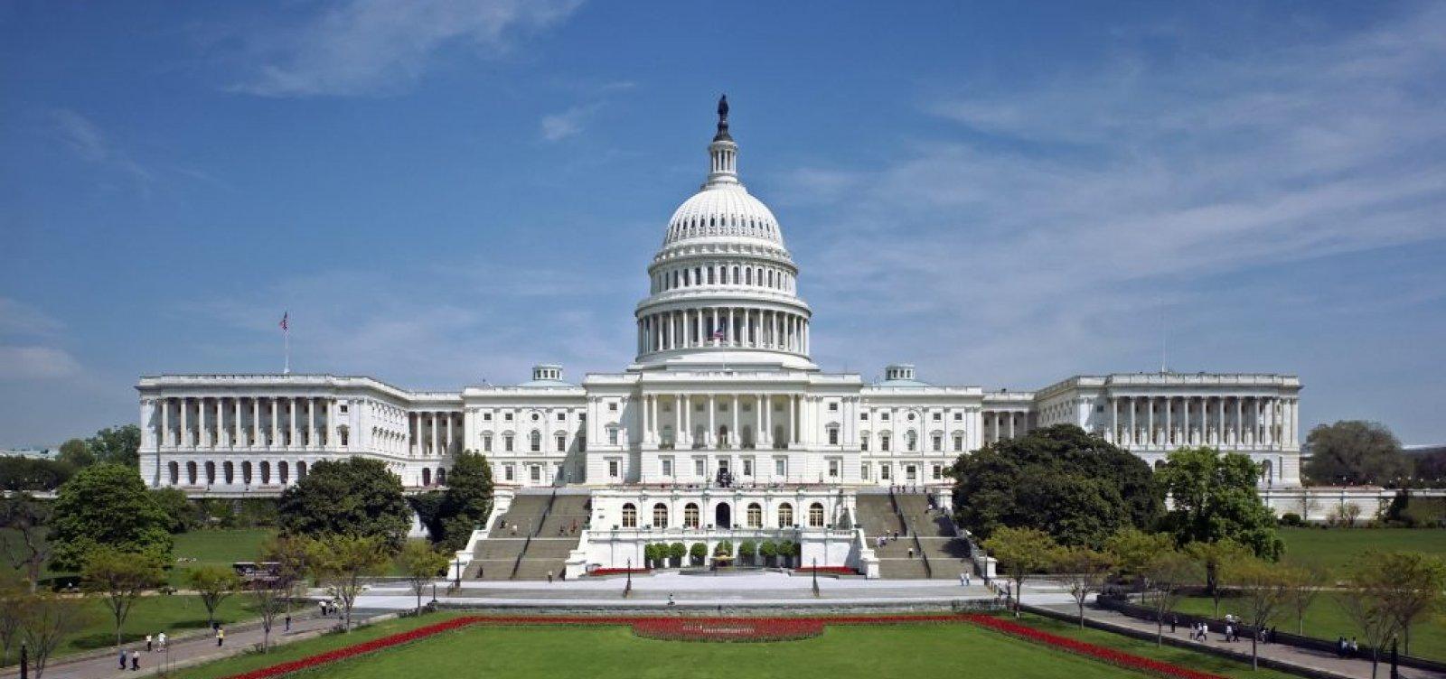 [Congresso dos EUA é fechado após invasão de apoiadores de Trump ]