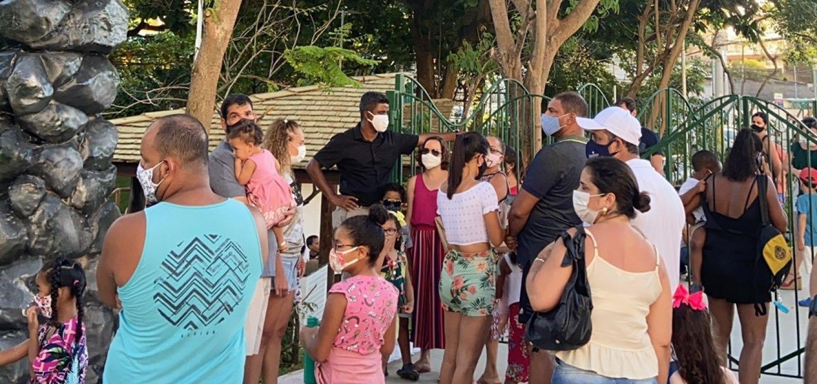 [Visitantes ficam presos em parque da Lagoa dos Dinossauros, inaugurado esta semana]