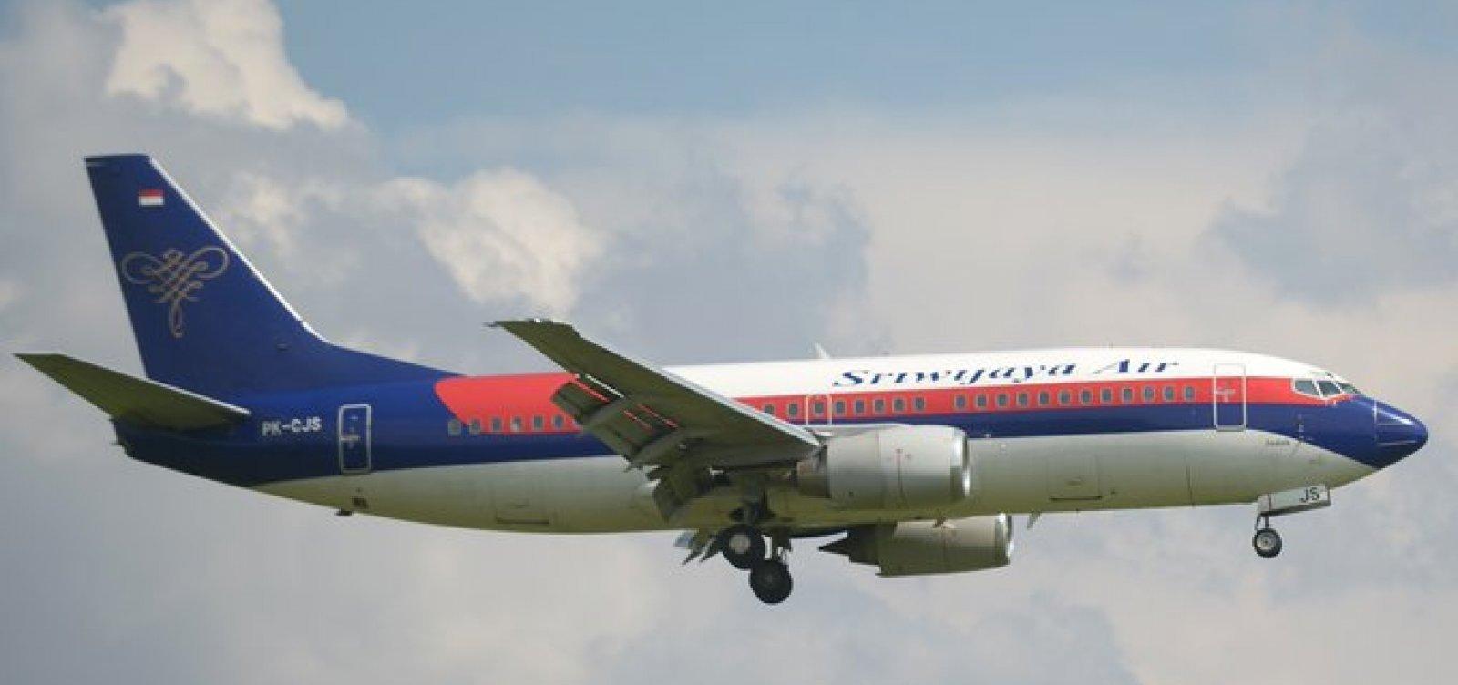 [Acidente na Indonésia: Caixas-pretas do avião e partes de pertences e corpos são localizados]