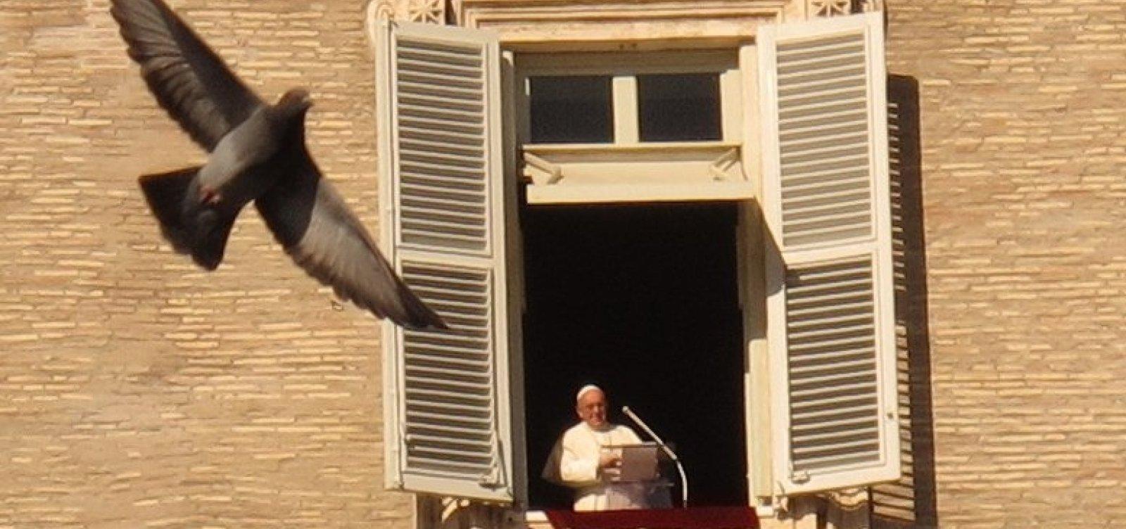 [Papa Francisco anuncia que receberá vacina contra Covid-19 na próxima semana e critica negacionistas]