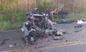 [Colisão entre carro e caminhão deixa quatro mortos na BR-142]