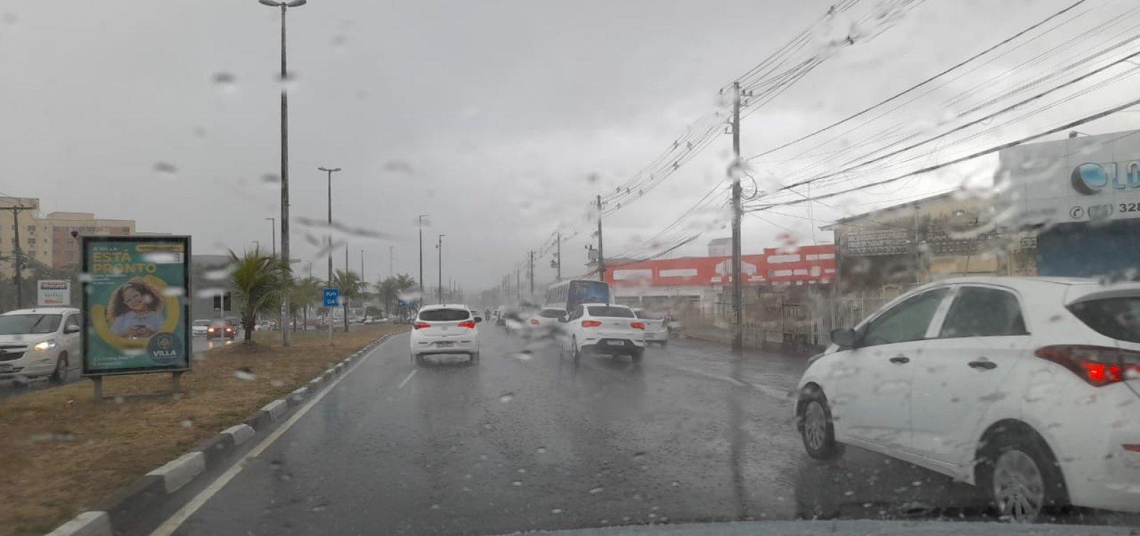 [Chuva causa transtornos e alagamentos em Salvador]