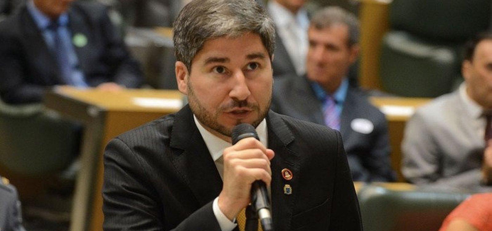 [Deputado que assediou colega parlamentar consegue liminar que suspende processo disciplinar do partido]