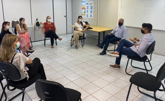[Grupo de pais se reúne com secretário e pede retomada das aulas no início de fevereiro]