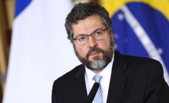 [Ernesto Araújo ainda apela à Índia por liberação de vacinas para imunizar brasileiros ]