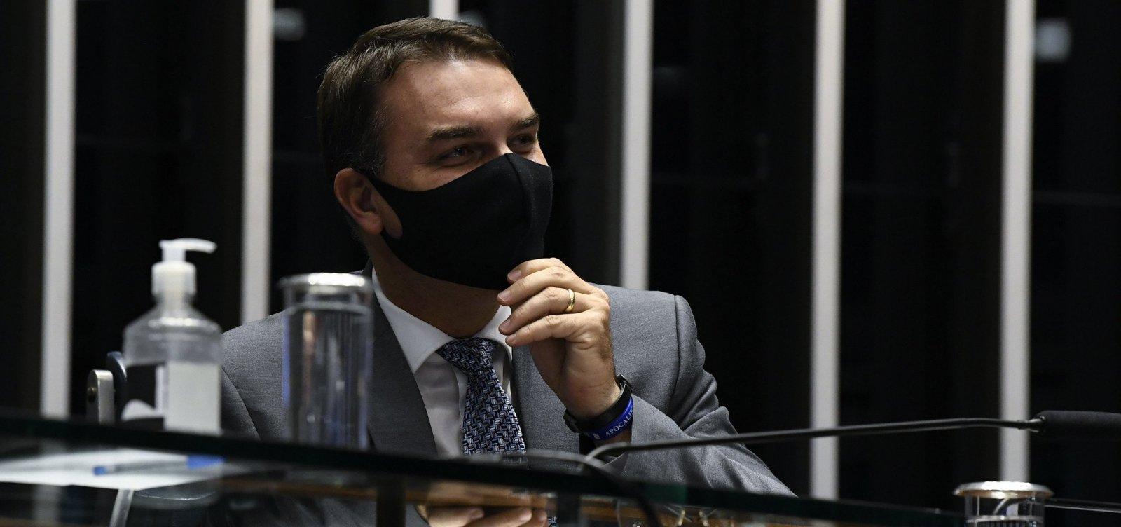 ['Esfera federal não tem nada a ver', declara Flávio Bolsonaro sobre crise em Manaus  ]