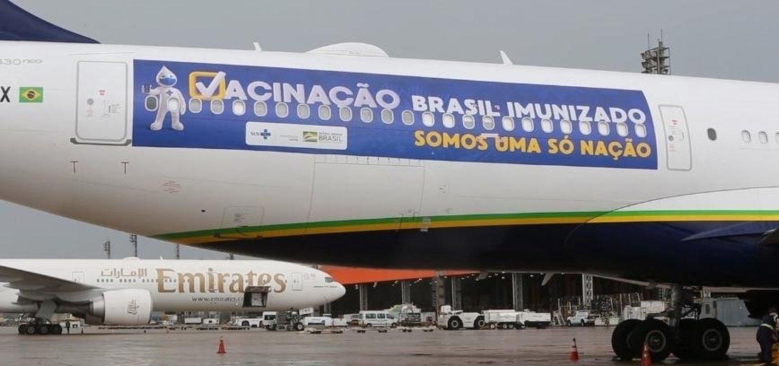 [Governo decide usar avião que buscaria vacinas na Índia para entrega de oxigênio em Manaus]