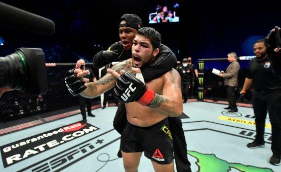 [Baiano de Feira de Santana, Carlos Boi vence luta no UFC]
