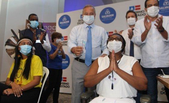 [Quatro baianos recebem as primeiras doses da vacina contra a Covid-19 em Salvador]