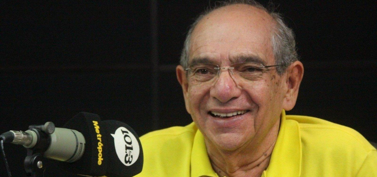 [Brasil é 'o único país em que a chegada da vacina derrota o presidente', diz MK; ouça]