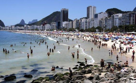 [Homem é preso após tentar vender celular roubado ao próprio dono no Rio]