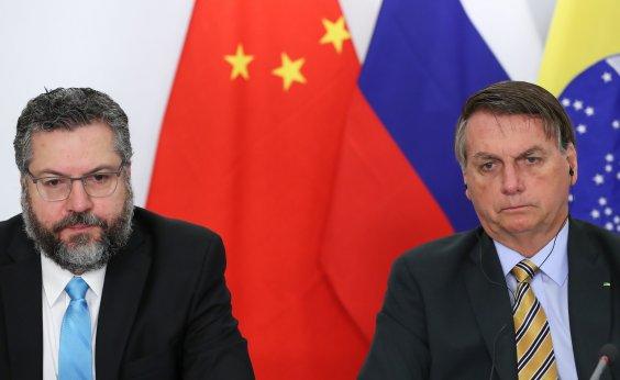 [Bolsonaro quer pedir ao presidente da China a liberação de insumos de vacinas contra Covid-19]