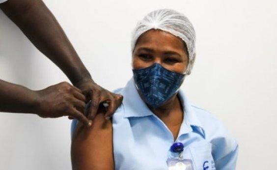 [Salvador vacina mais 3,3 mil pessoas contra Covid-19; total é de 8.721 imunizados]