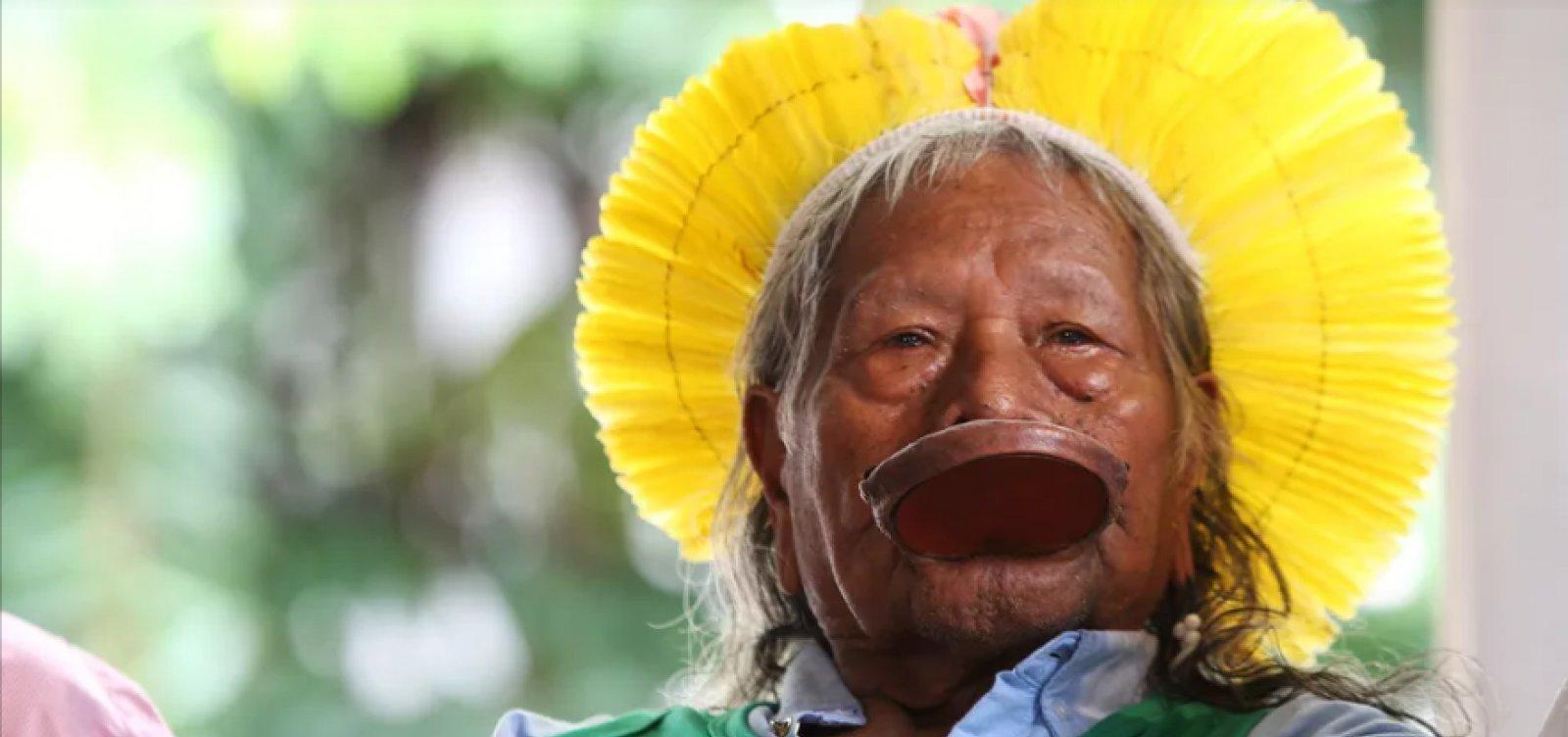 [Caciques denunciam Bolsonaro no Tribunal de Haia por crimes ambientais]