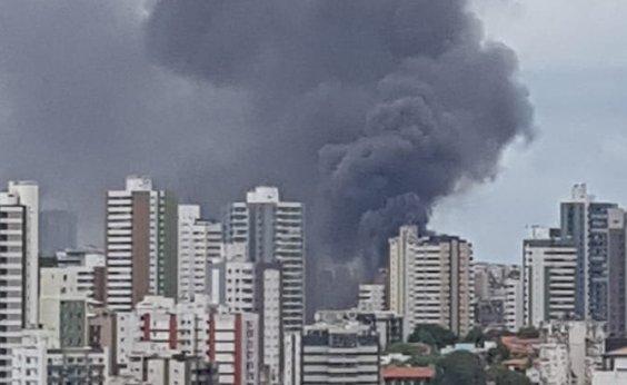 [Incêndio de grandes proporções atinge garagem de ônibus em Salvador]