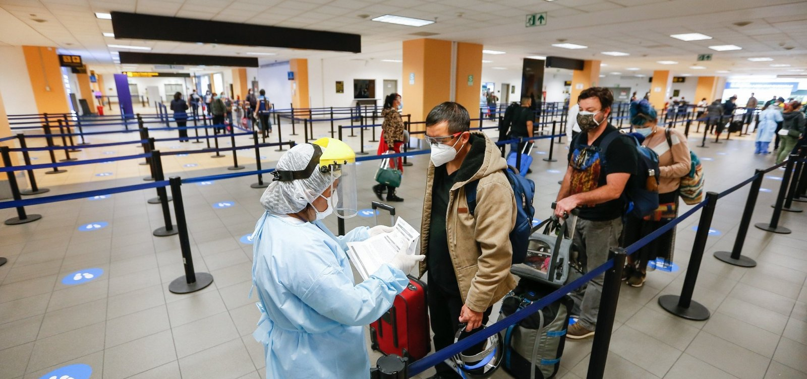 [Covid-19: Brasil proíbe entrada de viajantes vindos da África do Sul]