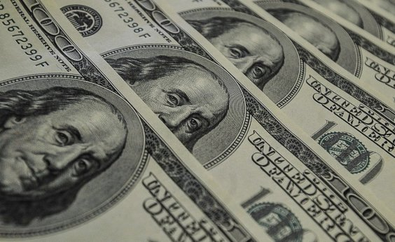 [Dólar fecha em forte queda, cotado a R$ 5,33]