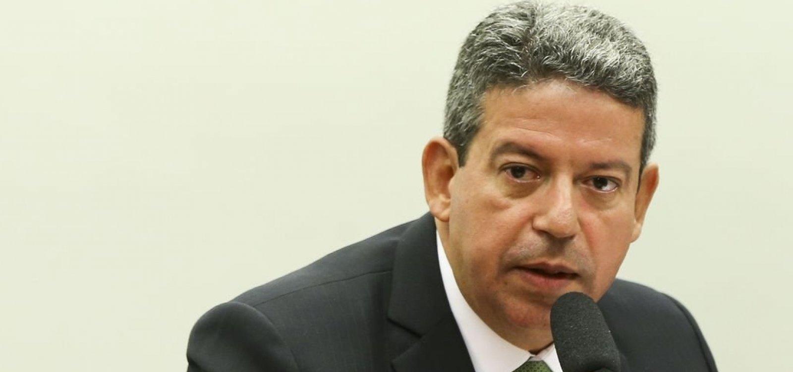 [Candidato do governo, Lira contradiz Bolsonaro e afirma que ninguém interfere na presidência da Câmara]
