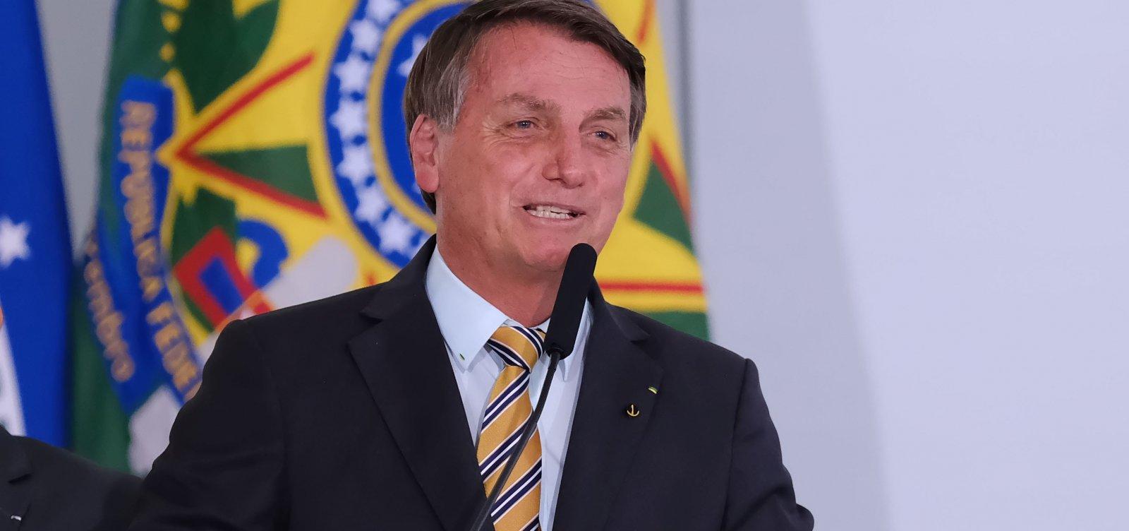 [Bolsonaro afirma que 'temos que voltar a viver' e pede retorno de torcidas em estádios]