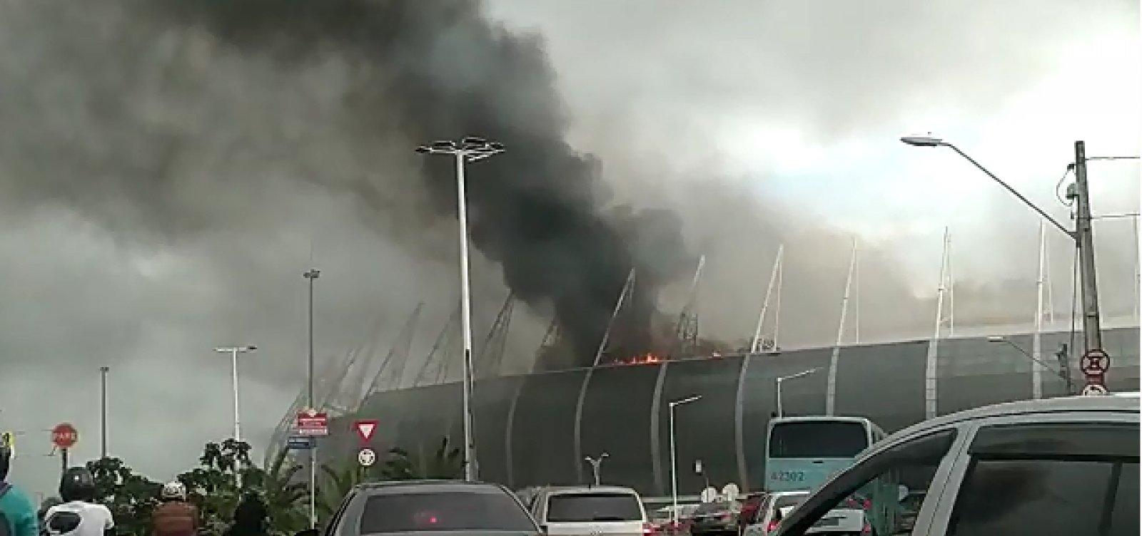 [Incêndio atinge área da Arena Castelão, em Fortaleza]