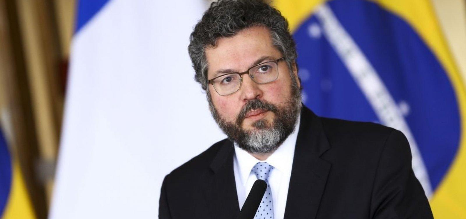 [Ministro Ernesto Araújo não consegue negociar empréstimo de aviões americanos]