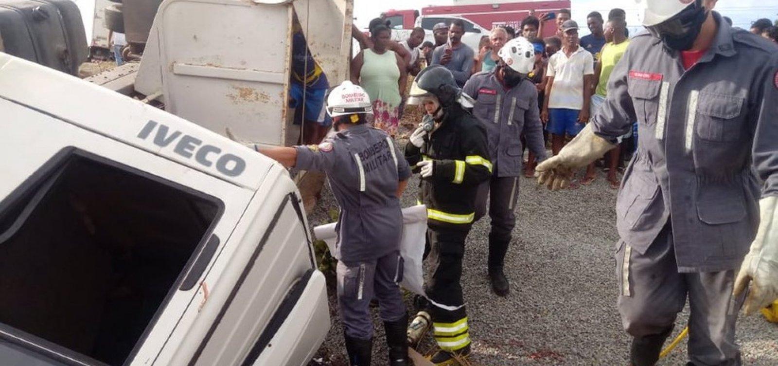 [Colisão entre caminhões deixa quatro feridos na Ilha de Itaparica]