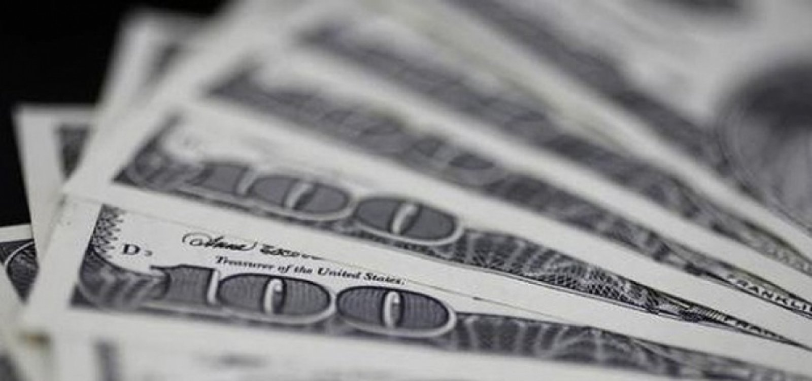 [Com piora do exterior, dólar fecha em alta de 0,30%]
