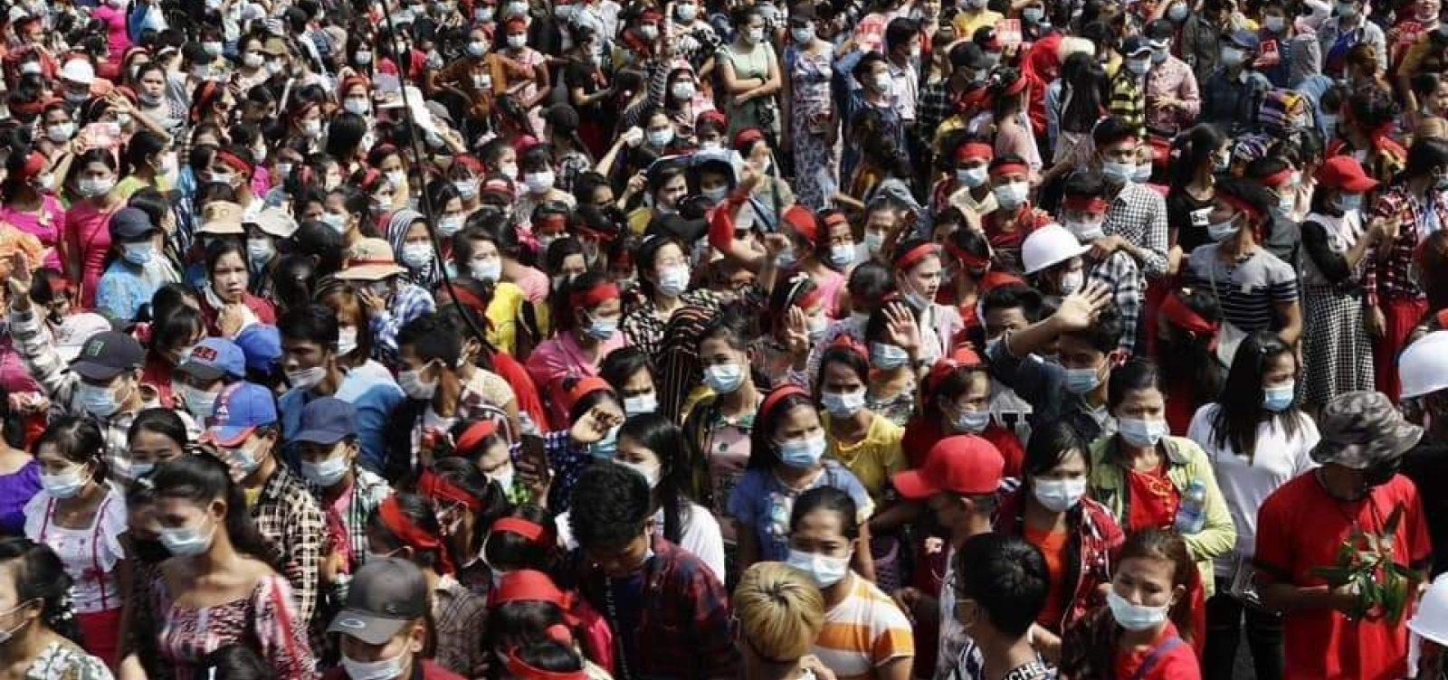 [Myanmar: governo militar bloqueia internet em meio a protestos]