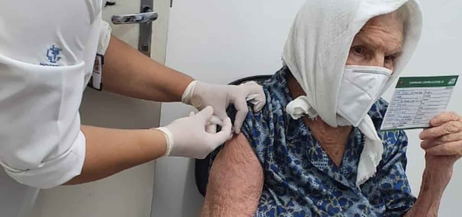 [Salvador já vacinou 80% dos idosos acima de 90 anos, diz SMS]