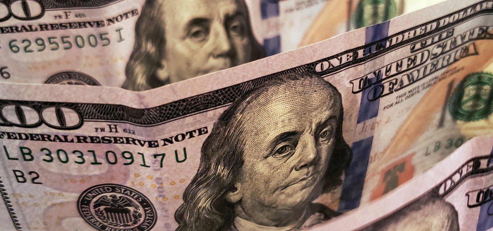 [Dólar fecha em queda e inicia semana abaixo de R$ 5,40]