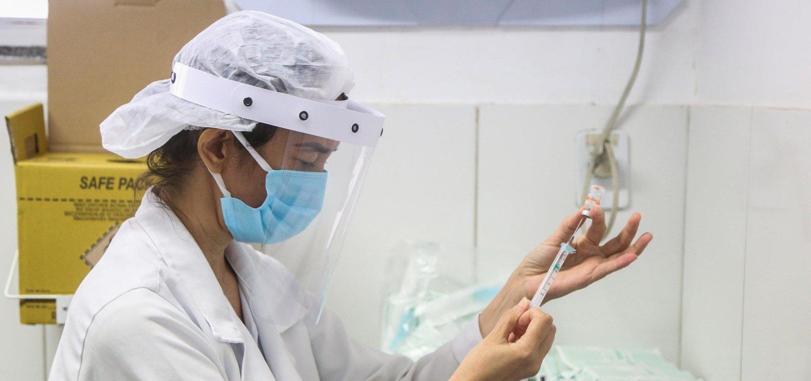 [Vacinação de profissionais de saúde é suspensa em Salvador; idosos passam a ter exclusividade]