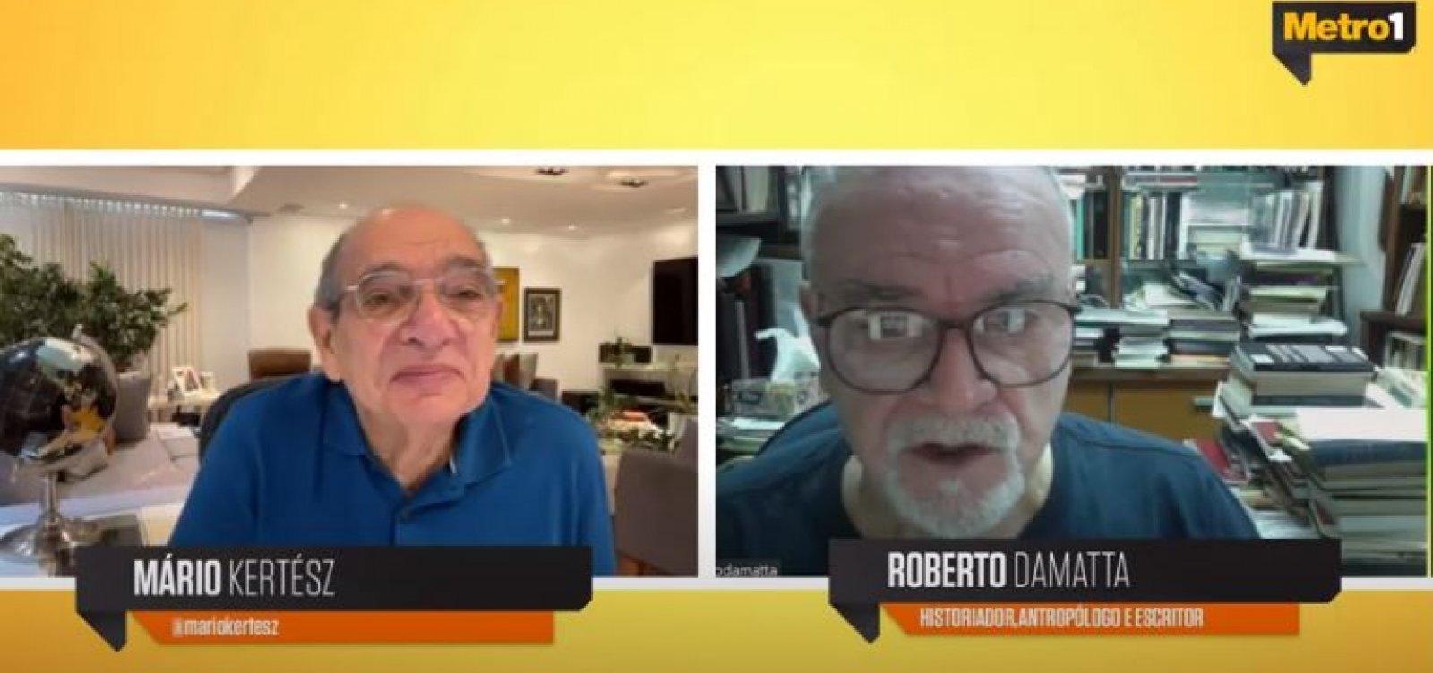 [Roberto DaMatta avalia impacto do coronavírus e critica Bolsonaro por sabotar vacinação]