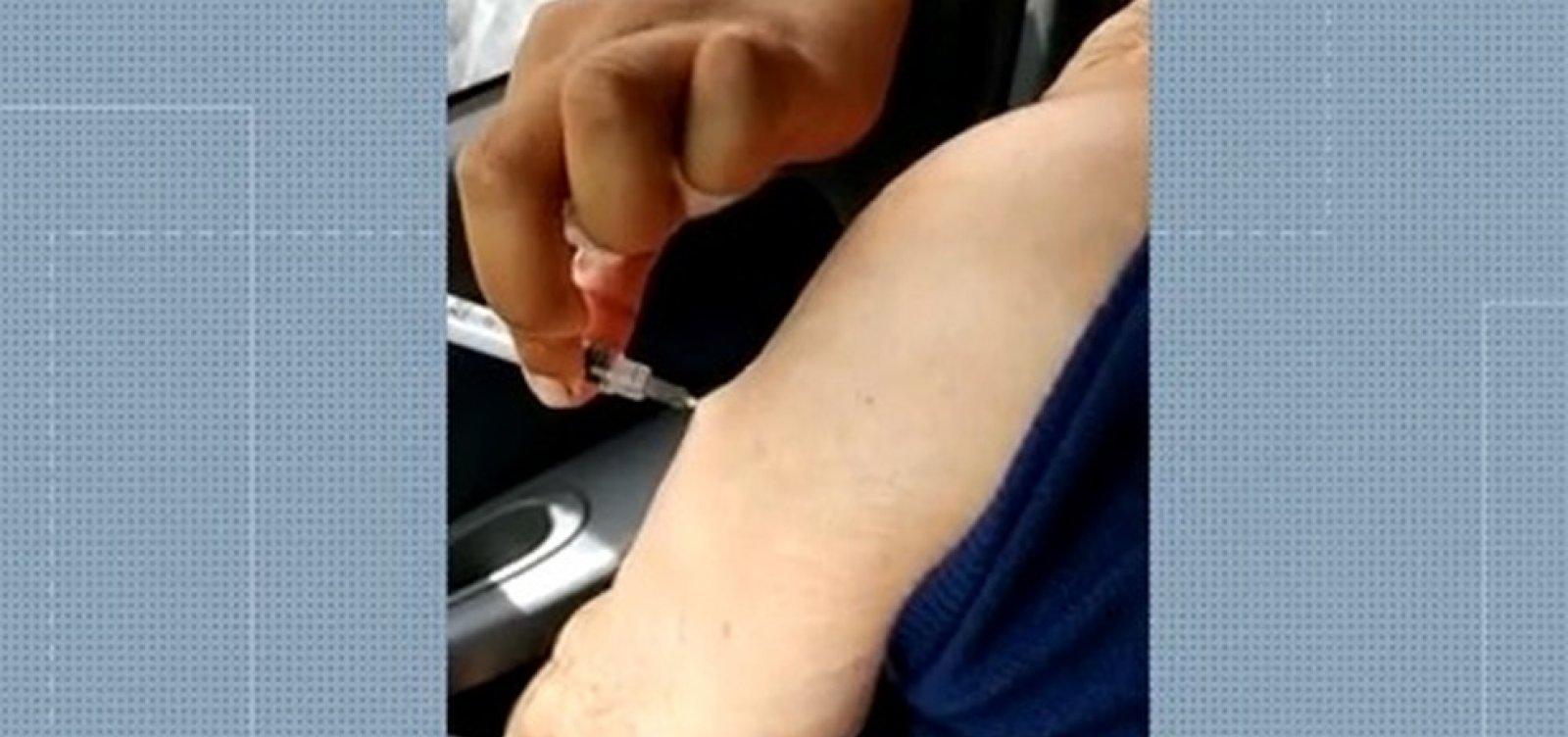 [Imagens mostram idosos recebendo falsa aplicação de vacina contra a Covid-19 no RJ]